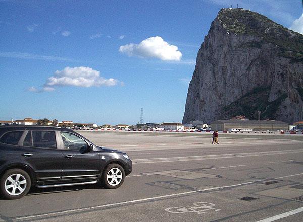 В Гибралтар - по летному полю / Фото из Марокко