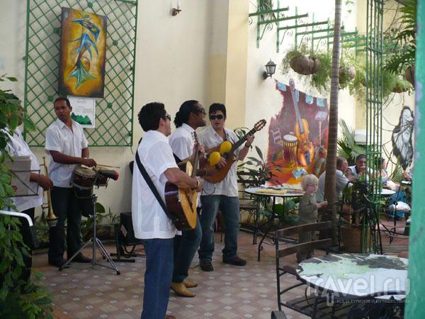 Сальса на бульваре улицы Обиспо / Фото с Кубы