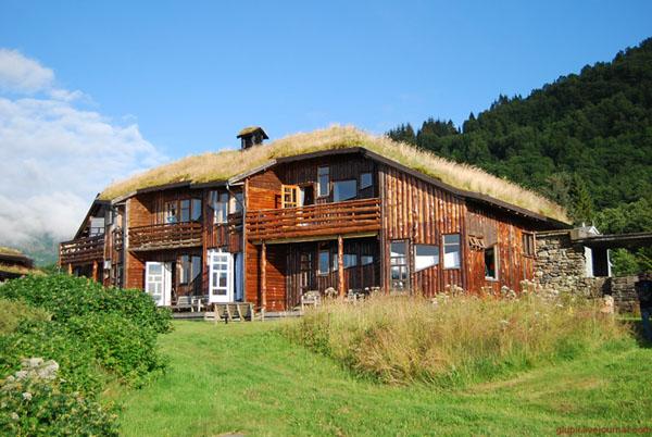 Номера отеля в традиционных домах с дерновой крышей / Фото из Норвегии