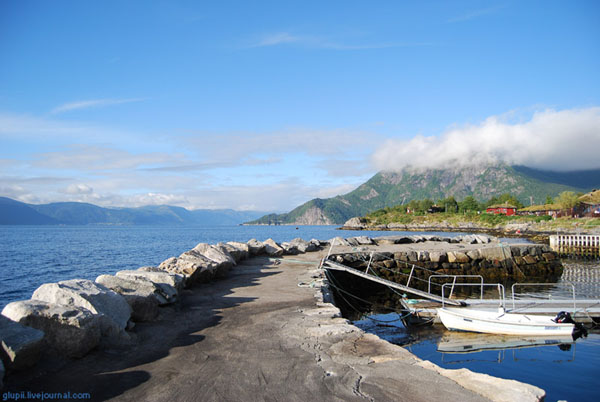 Пирс на берегу Согне-фьорда / Фото из Норвегии