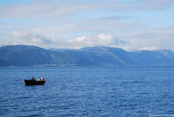 Глубина фьорда достигает 1308 метров / Фото из Норвегии