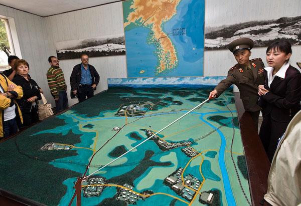 Макет местности на границе Северной и Южной Кореи / Фото из Северной Кореи