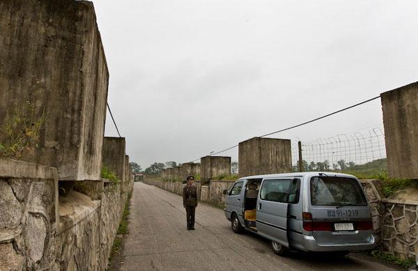По дороге в приграничный поселок Пханмунджом / Фото из Северной Кореи