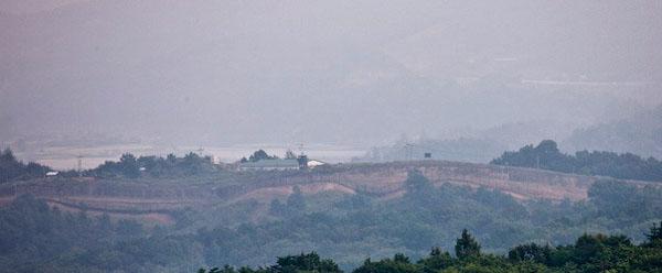Стена между Северной и Южной Кореей / Фото из Северной Кореи