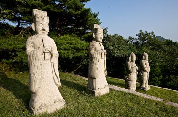 Древние статуи в Северной Корее / Фото из Северной Кореи