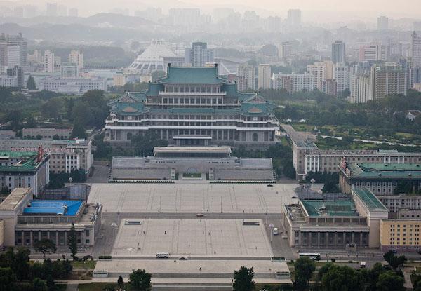Вид на площадь Ким Ир Сена в столице КНДР / Фото из Северной Кореи