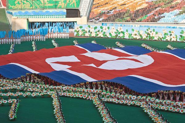 Выступление с флагом Северной Кореи / Фото из Северной Кореи