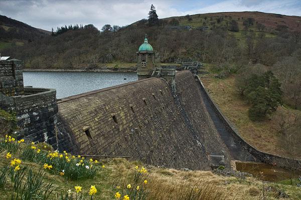 Старинные плотины в Уэльсе / Фото из Великобритании