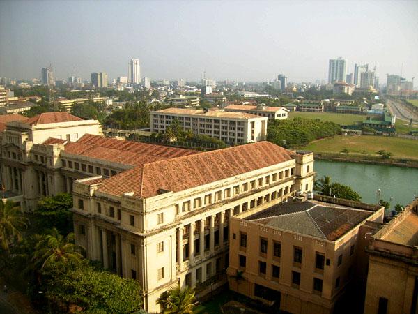 Дворец президента - одно из зданий, которые запрещено фотографировать / Фото со Шри-Ланки