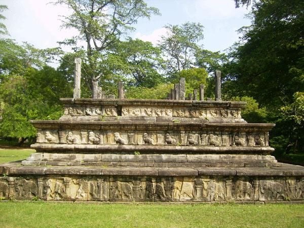 Полоннарува была резиденцией правителей Анурадхапуры / Фото со Шри-Ланки
