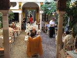 ресторан в патио... / Испания