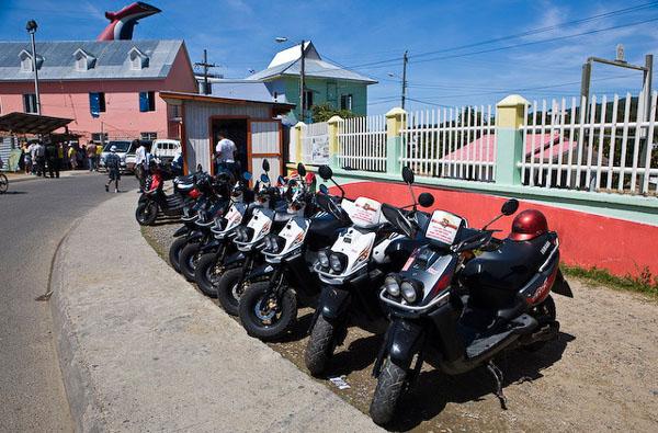 В каждом порту есть аренда автомобилей или скутеров / Фото из Мексики