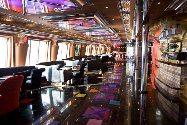 Один из баров на корабле Carnival Glory / Фото из Мексики