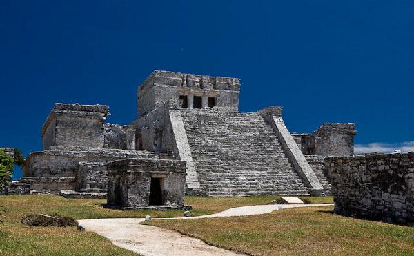 Один из храмов майя в Тулуме, Мексика / Фото из Мексики
