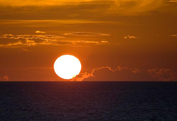 Солнце садится в Карибское море / Фото из Мексики