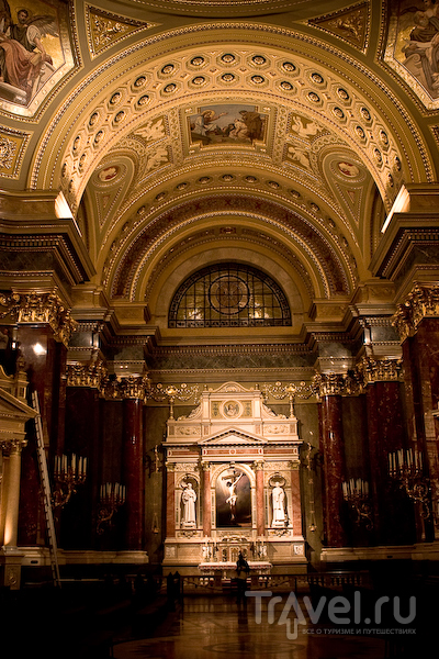Мозаика из венецианского стекла украшает базилику Святого Стефана / Фото из Венгрии