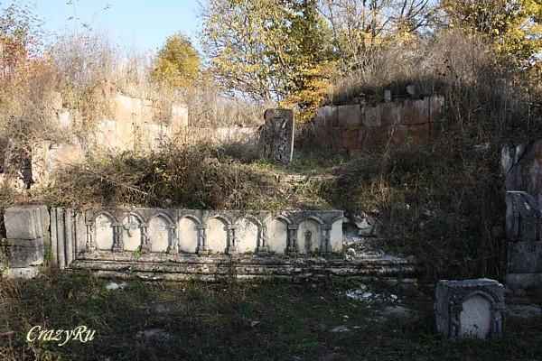 Частично сохранившийся монастырь Гетик / Фото из Армении