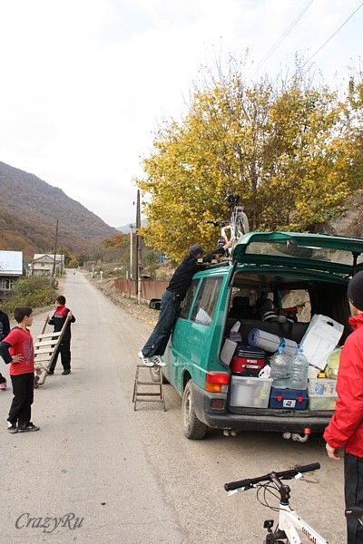 Наша смена вида транспорта по дороге на Агарцин / Фото из Армении