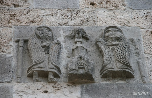 Барельеф одной церкви в Агарцине / Фото из Армении