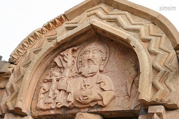 Барельеф храма Сурб-Карапет в монастыре Нораванк, Армения / Фото из Армении