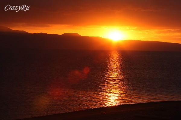 Закат над озером Севан в Армении / Фото из Армении