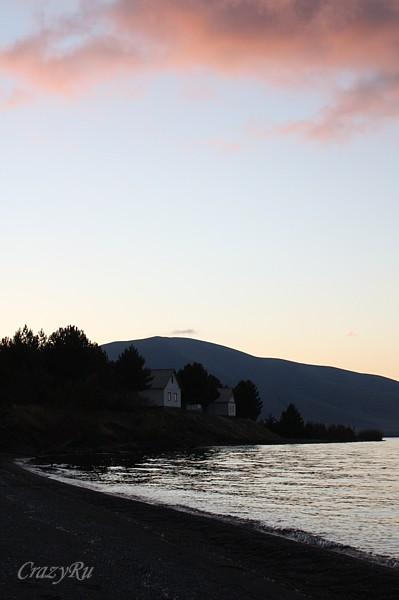 Берег озера Севан, Армения / Фото из Армении