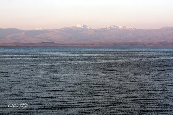 Живописное озеро Севан в Армении / Фото из Армении