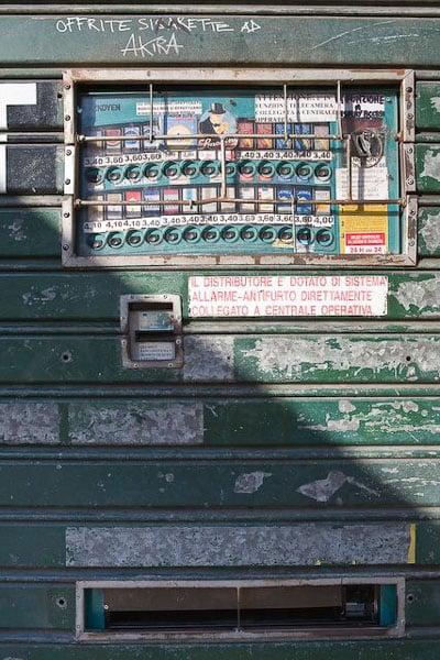 Автомат по продаже сигарет, Генуя / Фото с Кипра