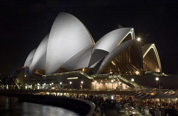 Знаменитая опера - символ Сиднея / Фото из Австралии