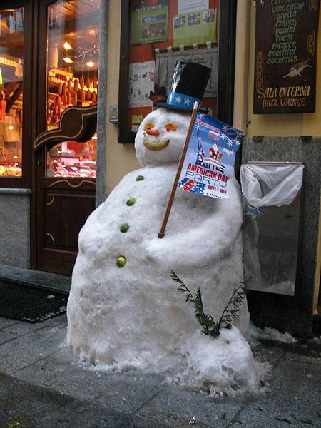 Снежное приглашение на вечеринку в American Bar / Фото из Италии