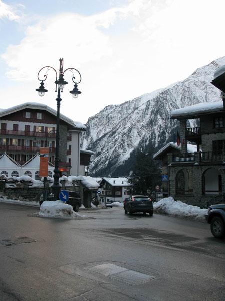Курмайор - типичный альпийский городок / Фото из Италии