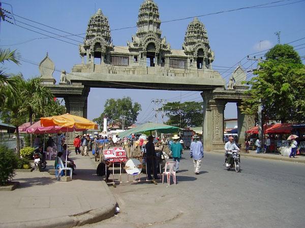КПП на границе в городе Пойпет / Фото из Камбоджи