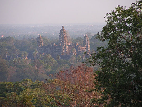 Вид на храм Ангкор-Ват на закате / Фото из Камбоджи