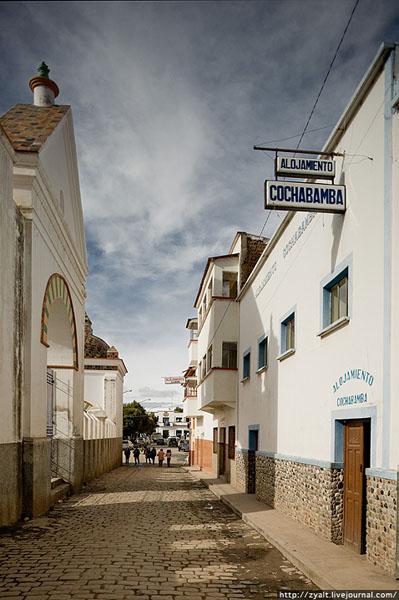 Одна из улиц Копакабаны, Боливия / Фото из Боливии