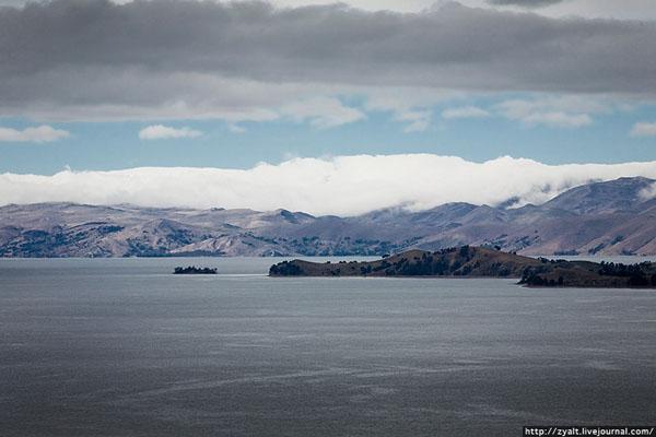 Титикака — крупнейшее озеро Южной Америки / Фото из Боливии
