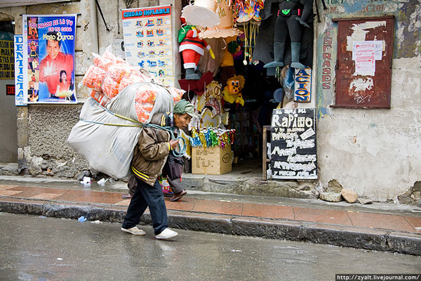 На улицах города Ла-Пас / Фото из Боливии