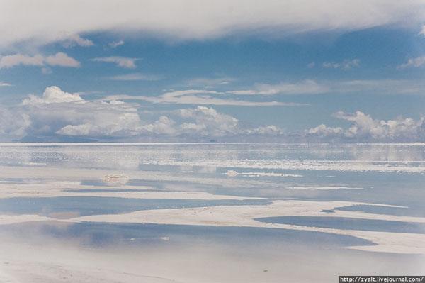 Уюни - высохшее высокогорное соляное озеро  / Фото из Боливии