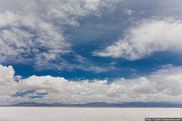 Уюни под синим южноамериканским небом / Фото из Боливии