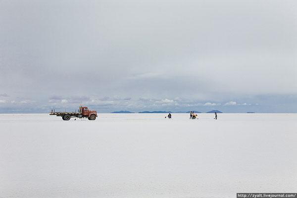 Уюни - крупнейший солончак в мире / Фото из Боливии