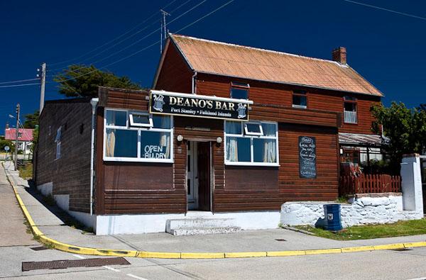 Deano's Bar - лучший паб города Порт-Стэнли / Фото с Фолклендских островов