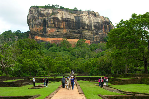 Крепость Сигирия на скале, Шри-Ланка / Фото со Шри-Ланки