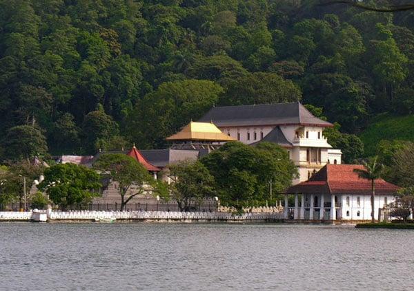 Вид на храм Далада-Малигава, Шри-Ланка / Фото со Шри-Ланки