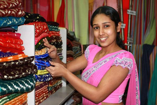 В магазине сари, Шри-Ланка / Фото со Шри-Ланки