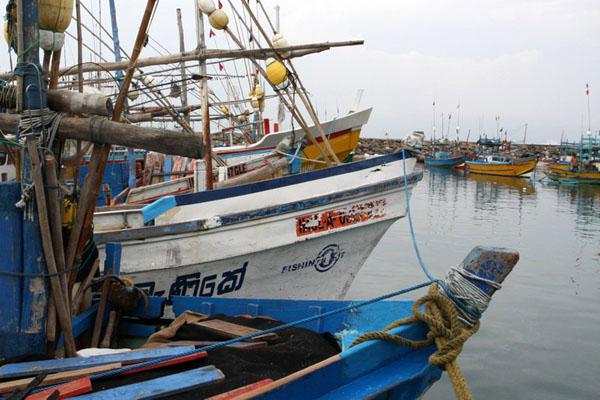 Рыбацкие лодки в Хиккадуве, Шри-Ланка / Фото со Шри-Ланки