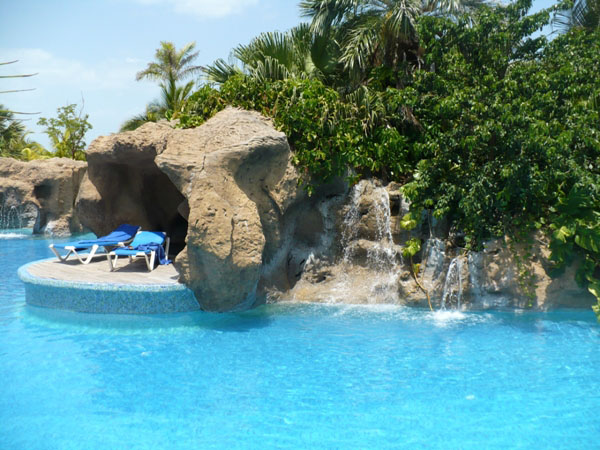 Бассейн отеля в Варадеро / Фото с Кубы