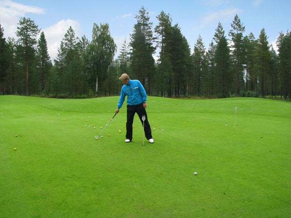 Опытный инструктор поможет сделать первые шаги в мире гольфа, Paltamo Golf / Фото из Финляндии