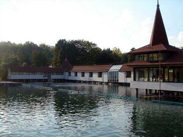 Здание терм на озере Хевиз, Венгрия / Фото из Венгрии