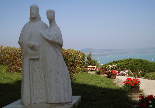 Памятник королю Андрашу I и его жене, Тихань / Фото из Венгрии