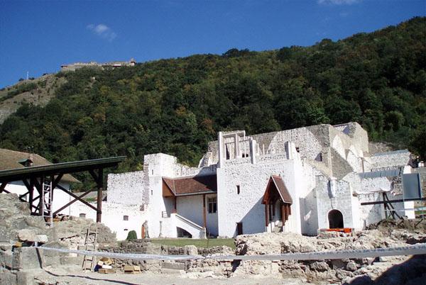 Восстановленная часть дворца короля Матьяша Корвина, Вышеград / Фото из Венгрии