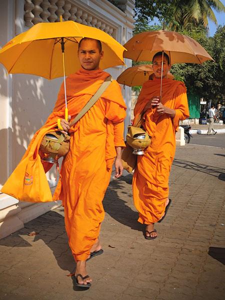 Буддистские монахи в Пномпене, Камбоджа / Фото из Камбоджи